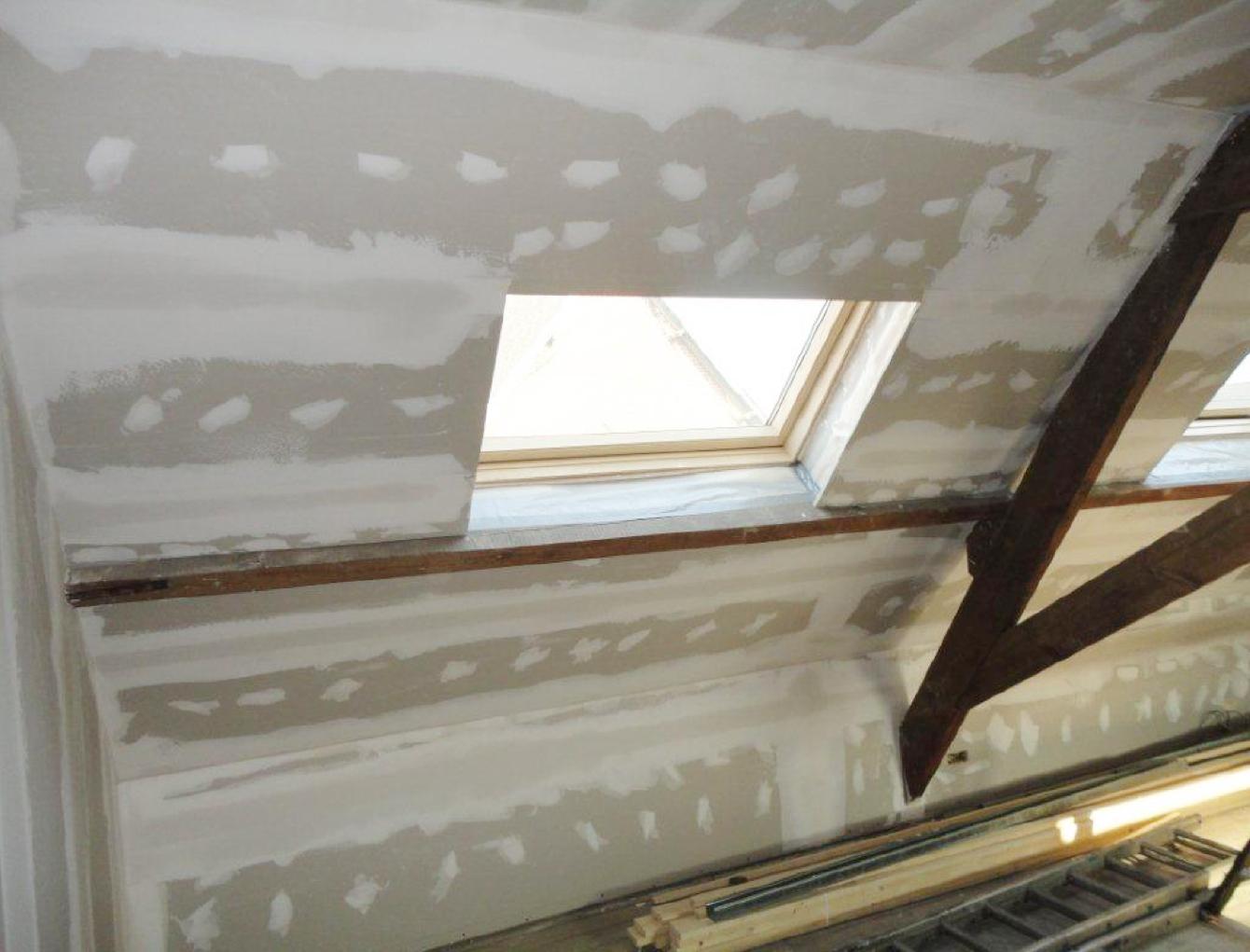 Zolderrenovaties-West Vlaanderen-Pleisterwerken-Uitwerken Velux