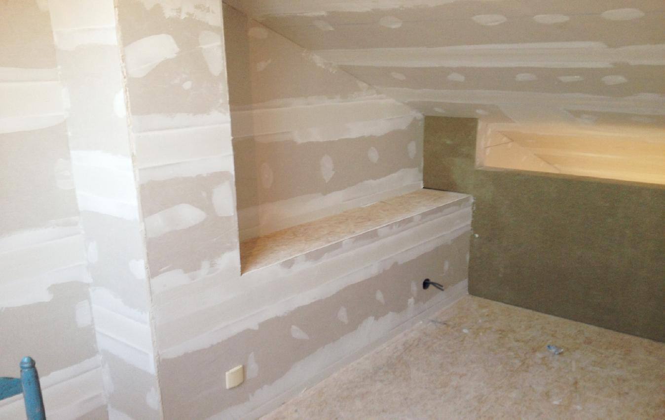 Zolderrenovaties-Oost Vlaanderen-pleisterwerken-Schilderklaar